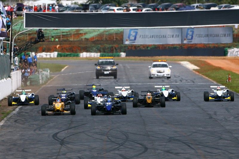 188251_310204_bt_f3_race_2_largada-800x533