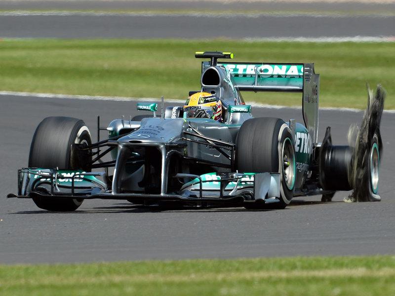 Lewis-Hamilton-Exploded-Tyre-Silverstone_2965882
