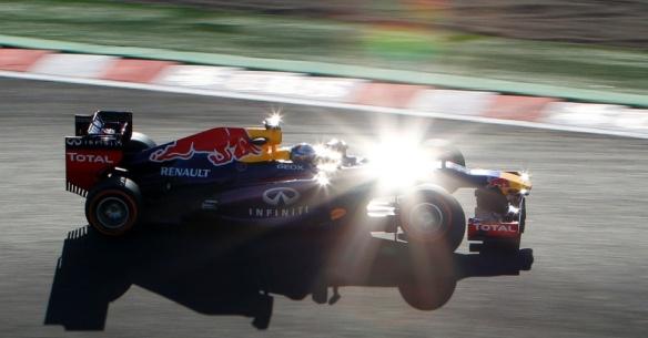 11out2013---piloto-alemao-sebastian-vettel-da-red-bull-dirige-seu-carro-durante-a-segunda-sessao-de-treinos-para-o-gp-de-formula-1-no-circuito-de-suzuka-no-japao-1381510659205_956x500