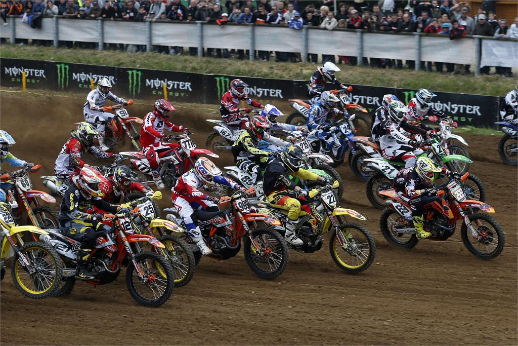 Start-MX1-2013-MXGP-France-Motocross-Photo-by-Suzuki-Images1