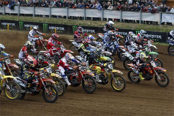 Start-MX1-2013-MXGP-France-Motocross-Photo-by-Suzuki-Images1