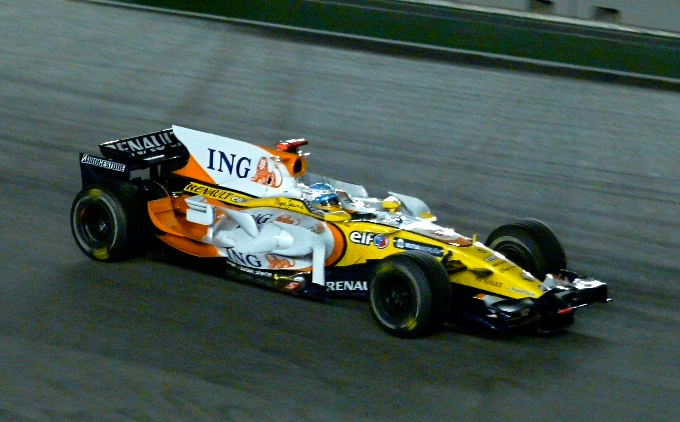 Singapore_grand_prix_2008_alonso_win